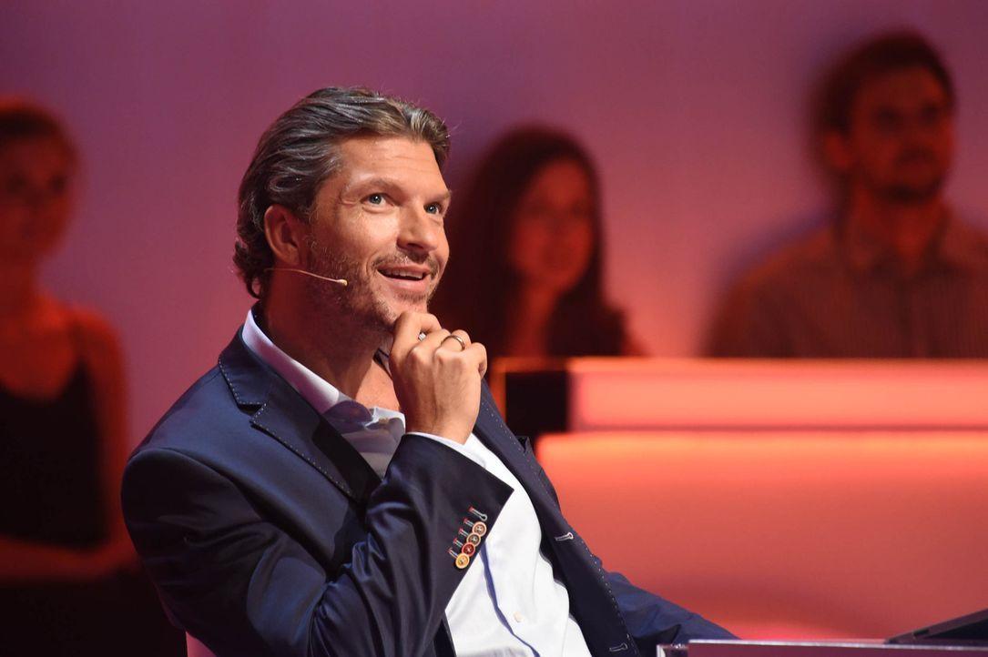 """Dynamisch, temporeich, spannend. In der Quizshow """"Was weiß ich?!"""" zeigt Hardy Krüger jr., was er auf dem Kasten hat ... - Bildquelle: Andre Kowalski SAT.1"""
