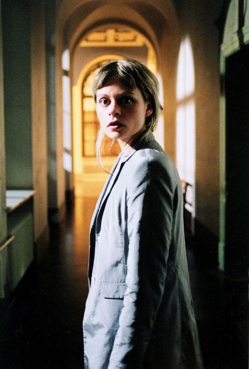 Für Staatsanwältin Katja Bach (Susanna Simon) bricht eine Welt zusammen, als ihre Schwester ermordet und sie durch kompromittierende Fotos eines U... - Bildquelle: Gordon Mühle Sat.1