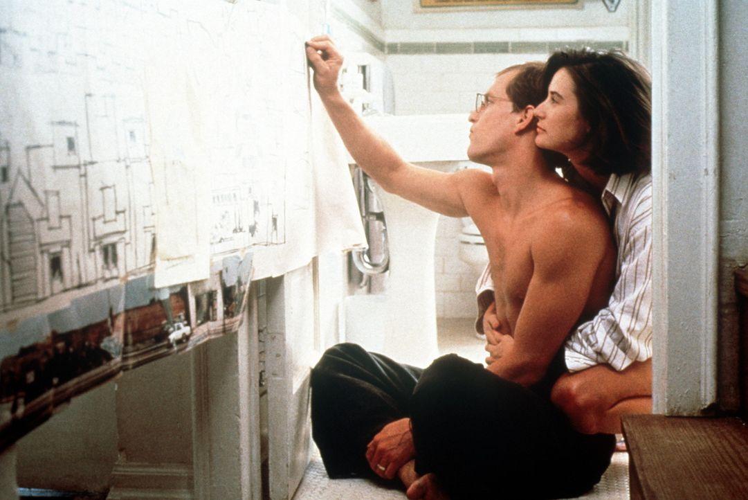 Diana (Demi Moore, r.) und David (Woody Harrelson, l.) sind glücklich verheiratet, bis David an der wunderschönen südkalifornischen Küste ein Tr... - Bildquelle: Paramount Pictures