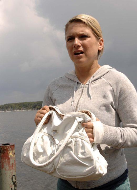 Anna (Jeanette Biedermann) rettet Katja in letzter Minute vor dem Ertrinken. Doch ihre Sorge gilt vor allem Jonas, den die Ereignisse der letzten Ze... - Bildquelle: Sat.1