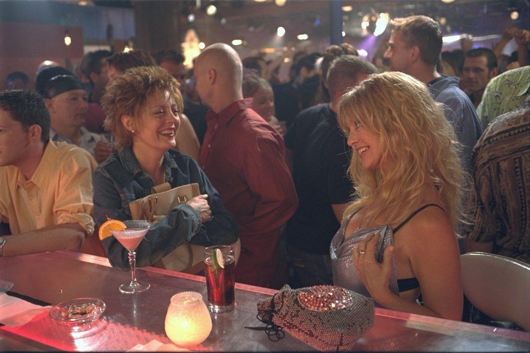 Suzette (Goldie Hawn, r.) und Lavinia (Susan Sarandon, l.) waren einst die bekanntesten Groupies des Landes, doch inzwischen lebt jede ihr Leben. 30... - Bildquelle: 2002 Twentieth Century Fox Film Corporation. All rights reserved.