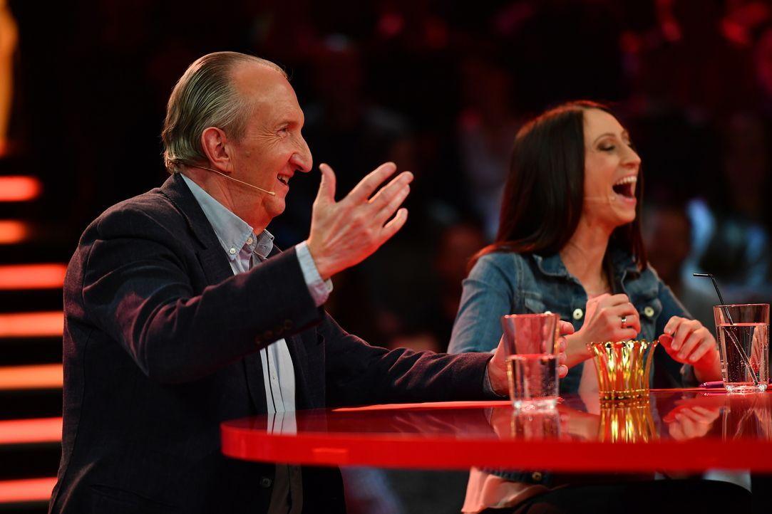 Comedian Legende Maik Krüger (l.) und Lydia Prenner-Kasper (r.) graben tief in der Witze-Kiste. - Bildquelle: Willi Weber SAT.1