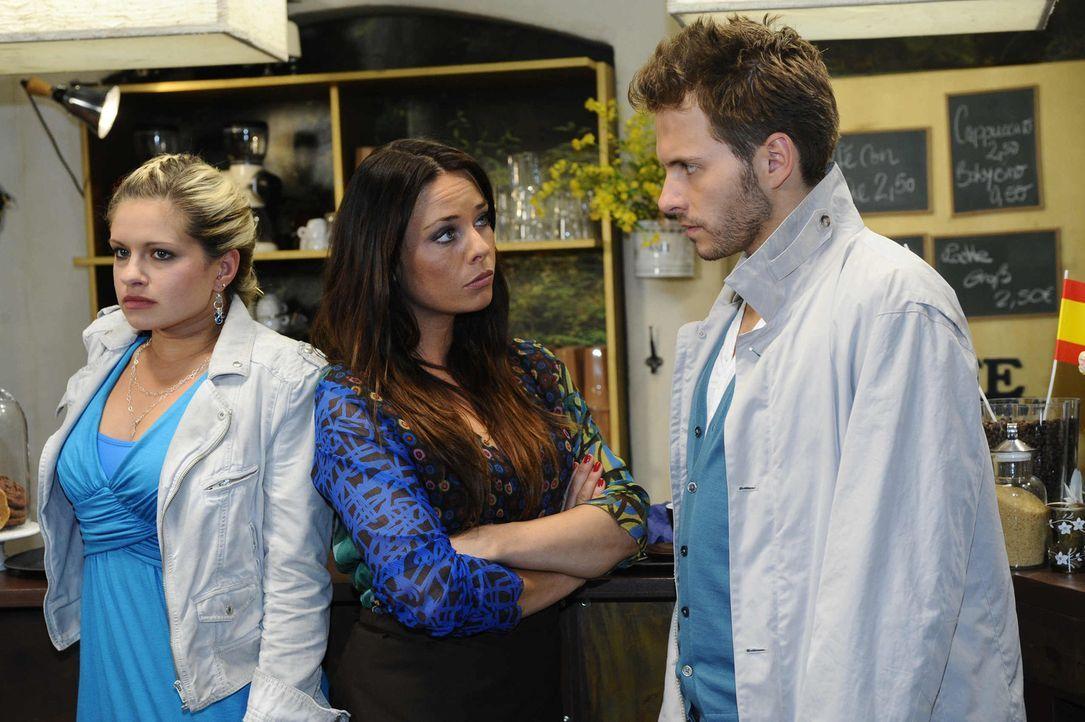 Mias Enttäuschung trifft Enrique mitten ins Herz. (v.l.n.r.) Mia (Josephine Schmidt), Paloma (Maja Maneiro) und Enrique (Jacob Weigert) ... - Bildquelle: SAT.1