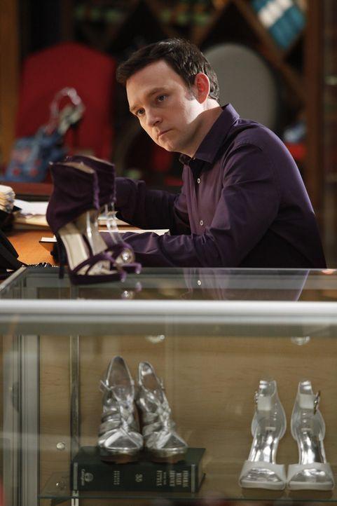 Macht sich große Sorgen um seine Freundin Chunhua: Adam (Nathan Corddry) ... - Bildquelle: Warner Bros. Television