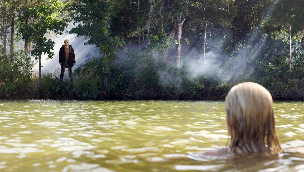 Dumm gelaufen: Als Chelsea (Willa Ford, r.) beim Wasserskifahren stürzt, fällt sie ihrem Mörder (Caleb Guss, l.) fast vor die Füße ... - Bildquelle: 2011 BY PARAMOUNT PICTURES. ALL RIGHTS RESERVED.