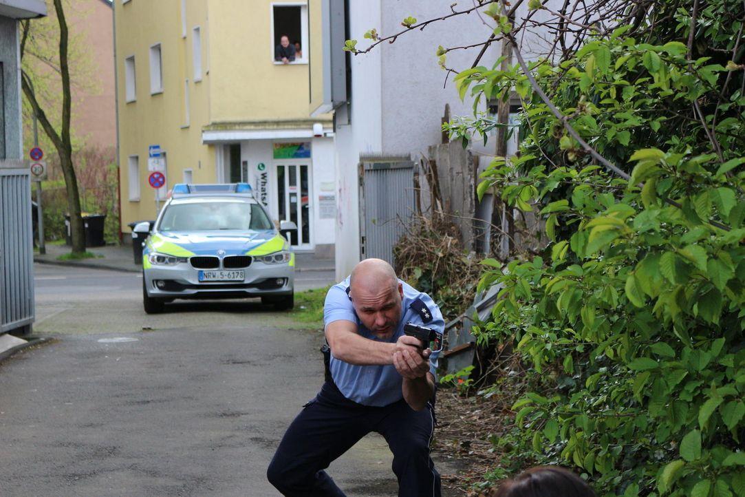 Mit kriminalistischer Intuition und strategisch cleveren Fragen lockt der Duisburger Polizeioberkommissar Alexander Henke die Tatverdächtigen aus de... - Bildquelle: SAT.1