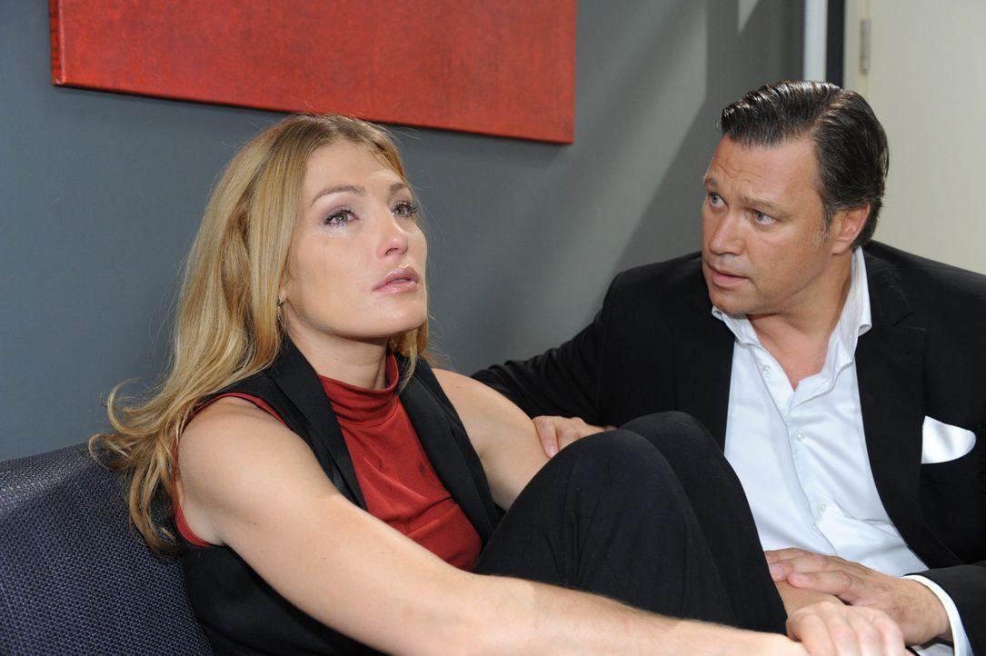 In einem schwachen Moment gesteht Annett (Tanja Wenzel, l.) auch Richard (Robert Jarczyk, r.), was an jenem Abend auf der Brücke geschehen ist. Ric... - Bildquelle: SAT.1