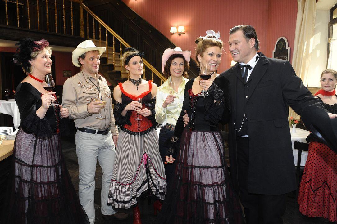 Die Abschiedsparty von Anna und Jonas ist im vollem Gange: (v.l.n.r.) Susanne (Heike Jonca), Ingo (Wolfgang Wagner), Maja (Barbara Lanz), Steffi (Ka... - Bildquelle: SAT.1