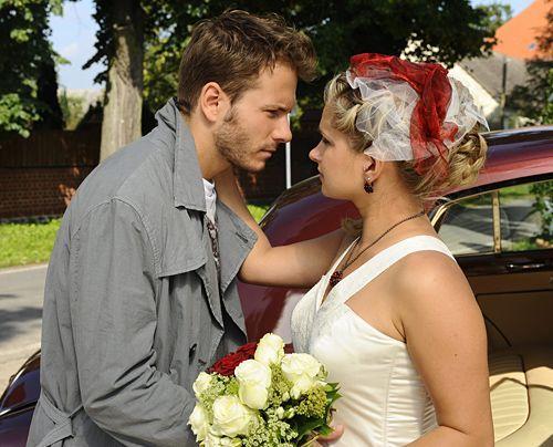 Anna Und Die Liebe Mias Brautkleid Bildergalerie Backstage Anna Und Die Liebe Www Annaunddieliebe De Sat 1