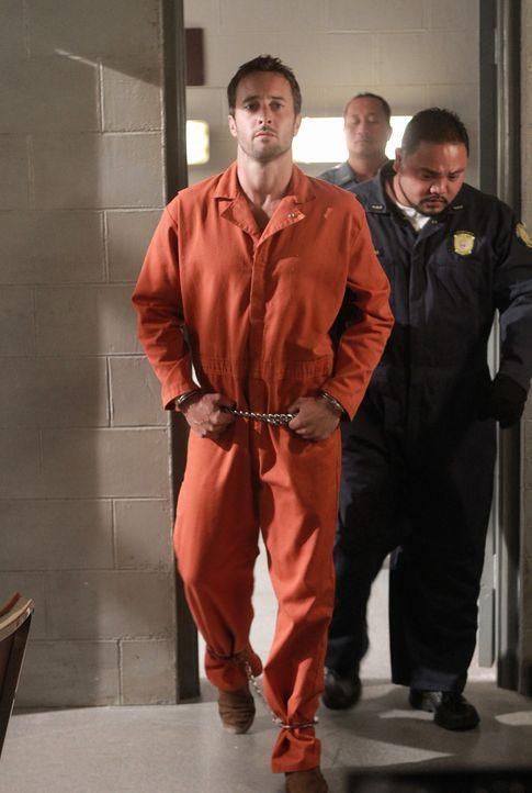 Während eines Besuchs im Gefängnis präsentiert Danny dem inhaftierten Steve (Alex O'Loughlin, l.) einen überraschenden Besuch, der seine Unschul... - Bildquelle: TM &   CBS Studios Inc. All Rights Reserved.