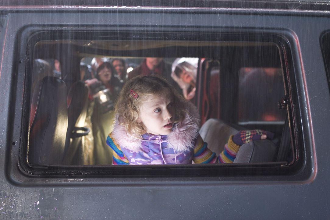 Für Rachel (Dakota Fanning) beginnt eine gnadenlose Flucht. Doch niemand weiß, wohin er fliehen soll, denn die Bestien sind überall auf der Welt... - Bildquelle: 2004 Paramount Pictures All Rights Reserved.