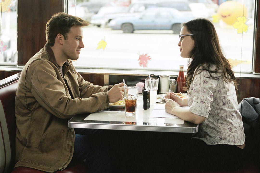 Durch Maya (Liv Tyler, r.) findet Ollie (Ben Affleck, l.) wieder Freude am Leben ... - Bildquelle: Miramax Films. All rights reserved