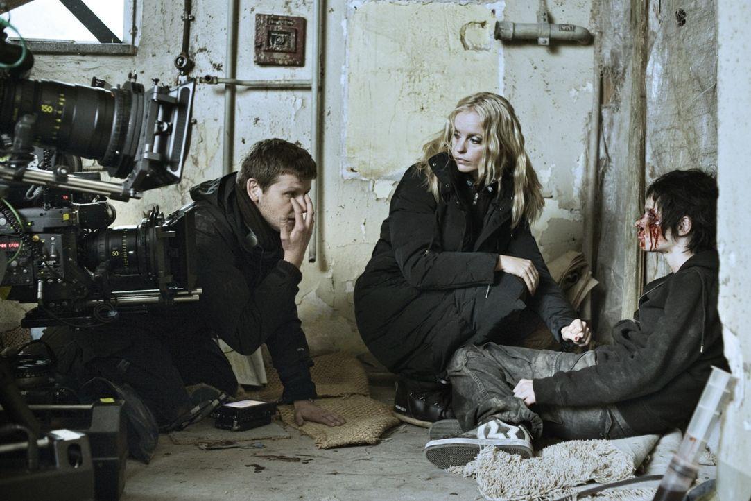Regisseur Dennis Gansel, l. mit den Darstellerinnen Nina Hoss, M. und Karoline Herfurth, r. - Bildquelle: 2010 Constantin Film Verleih GmbH.