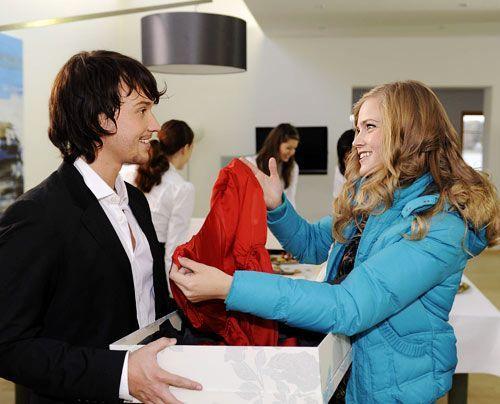 Ben überrascht Caro mit einem außerordentlichen Geschenk. - Bildquelle: Christoph Assmann - Sat1