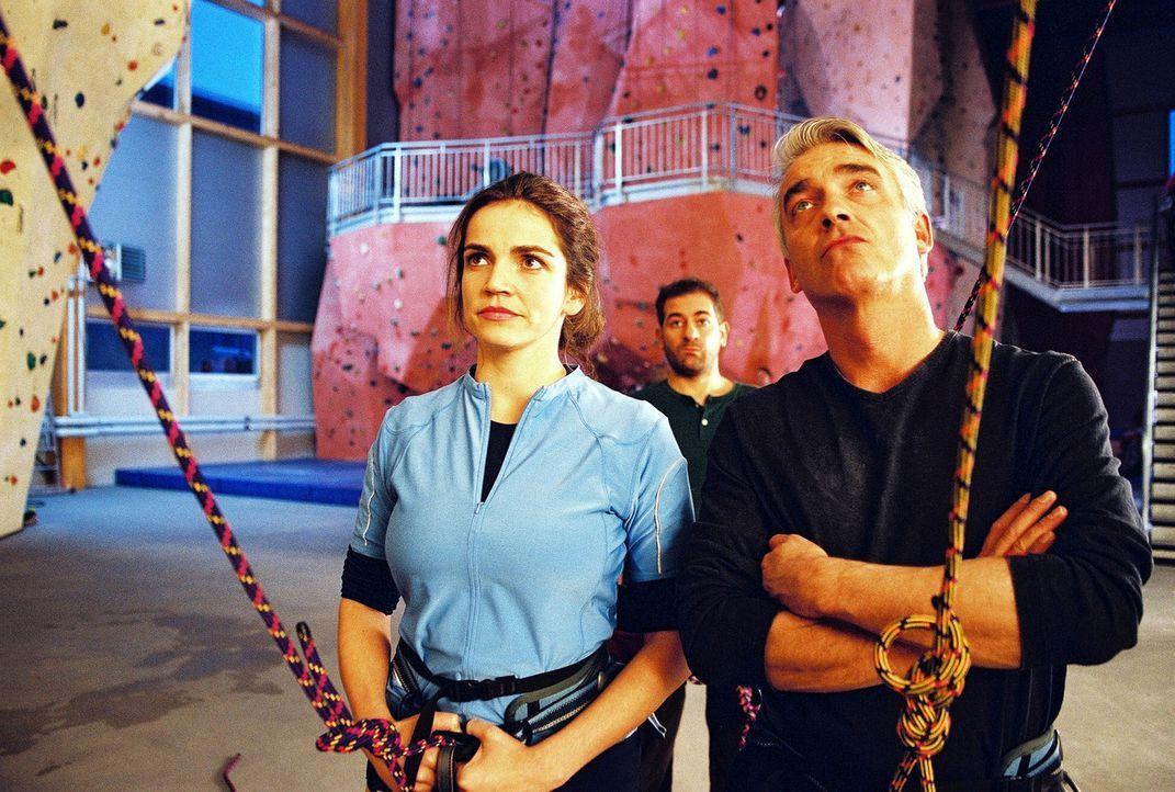 Sandra (Rebecca Immanuel, l.) und Felix (Christoph M. Ohrt, r.) stehen vor einer großen Herausforderung ... - Bildquelle: Hardy Spitz Sat.1