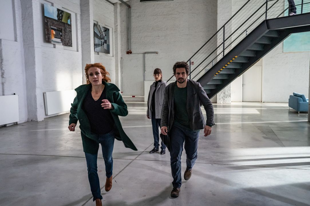 """(v.l.n.r.) Elena Lange (Annika Ernst); Dr. Miriam Vogt (Sophie Lutz); Felix """"Einstein"""" Winterberg (Tom Beck) - Bildquelle: Wolfgang Ennenbach SAT.1/Wolfgang Ennenbach"""