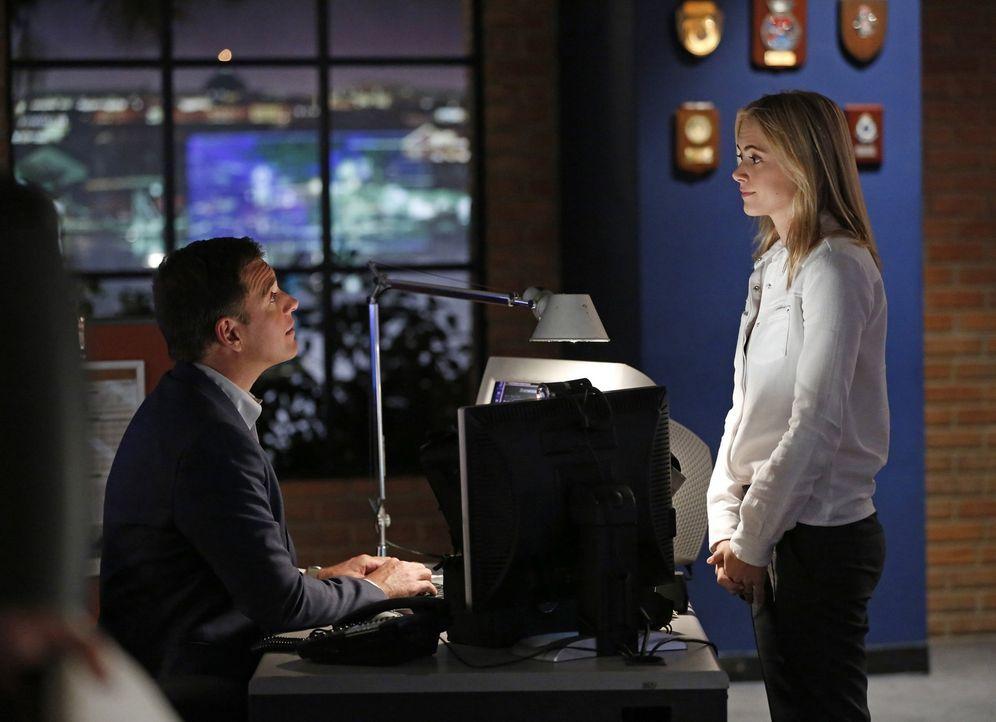Was ist los zwischen Tony (Michael Weatherly, l.) und Eleanor (Emily Wickersham, r.)? - Bildquelle: 2014 CBS Broadcasting, Inc. All Rights Reserved