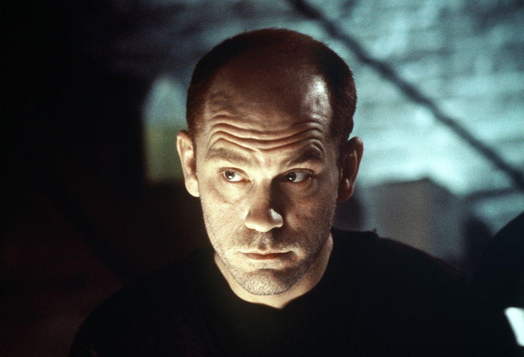 Der wahnsinnige Attentäter Mitch Leary (John Malkovich) weiß genau, wie er Franks angeschlagene Psyche für sein Vorhaben nutzen kann ... - Bildquelle: Columbia Pictures