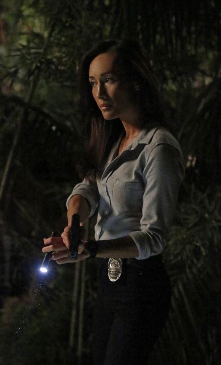 Bei den Ermittlungen in einem neuen Fall gerät Beth (Maggie Q) selbst in große Gefahr ... - Bildquelle: Warner Bros. Entertainment, Inc.