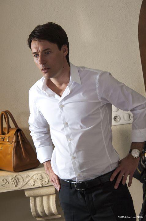 Hat Simon Novak (Stéphane Brel) ein Geheimnis, das ihn schließlich sogar das Leben kostete? - Bildquelle: Jean Louis PARIS