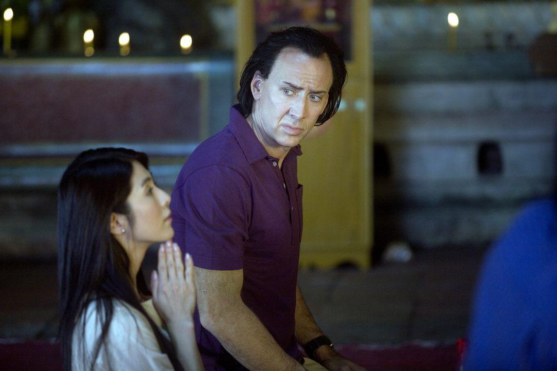 Als sich der abgebrühte Profikiller Joe (Nicolas Cage, r.) in Bangkok in eine taubstumme Apothekengehilfin (Charlie Yeung, l.) verliebt, wird aus d... - Bildquelle: Constantin Film