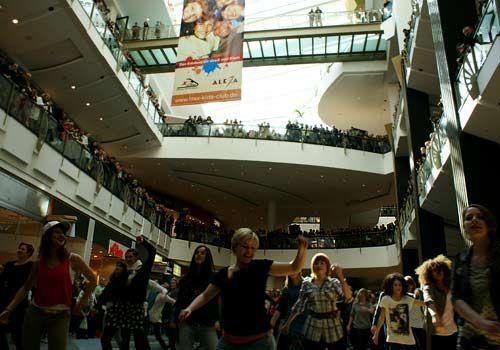 Begeisterte Zuschauer verfolgen die Choreografie. - Bildquelle: Danilo Brandt - Sat1
