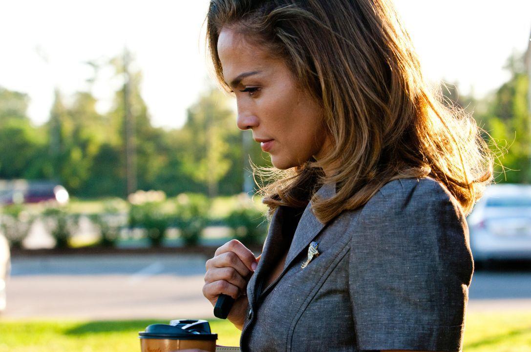 Irgendetwas stimmt nicht mit dem Milliardär - das scheint langsam auch Claire (Jennifer Lopez) zu realisieren ... - Bildquelle: Michael V 2013 Constantin Film Verleih GmbH / Michael V