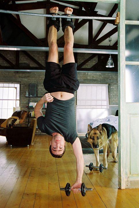 Marc Hoffmann (Alexander Pschill) und Rex machen sich fit für den Tag ... - Bildquelle: Sat.1