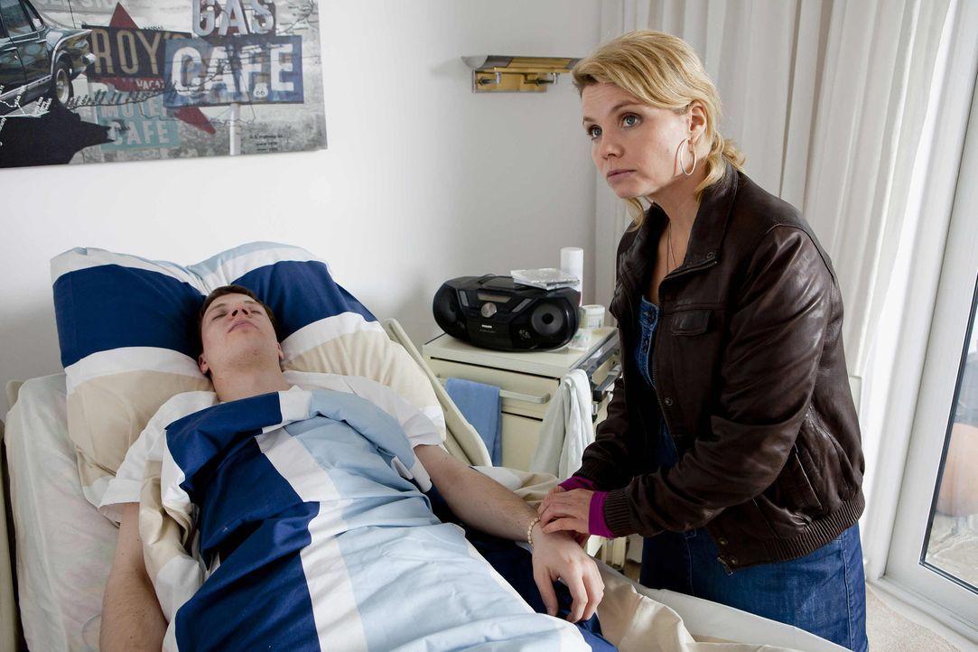 Laura möchte ihren Freund Sebastian (Andreas Loebsack, l.) heiraten, der seit einiger Zeit im Koma liegt, seine Eltern allerdings verbieten dies un... - Bildquelle: SAT.1