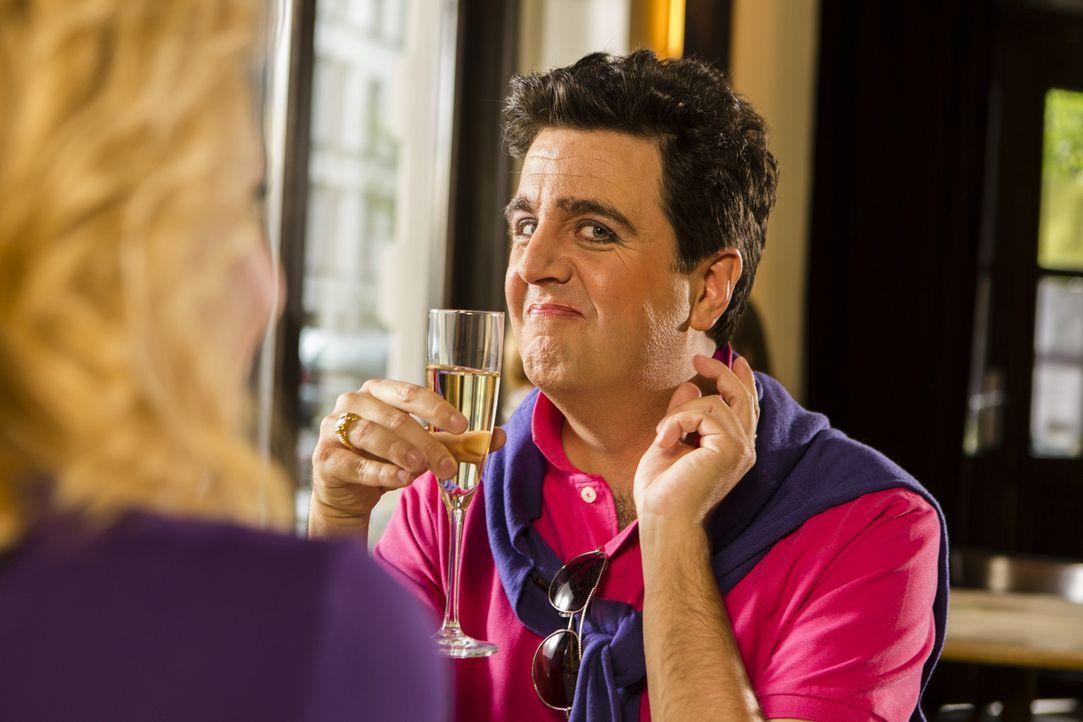 """Bastian (Bastian Pastewka) spielt in Annette Friers neuer SAT.1-Serie """"Frier"""" die Rolle ihres schwulen Freundes - ob das die neue Karriere ist, von... - Bildquelle: Frank Dicks SAT.1"""