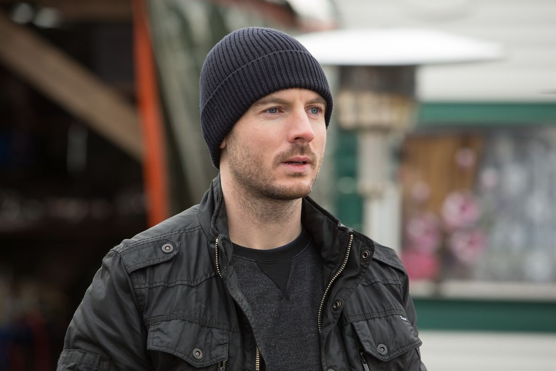 Gerät in eine Falle von Chief Inspector Miles Lennon von Scotland Yard: Tommy (Richard Flood) ... - Bildquelle: Larry D Horricks Tandem Productions GmbH. TF1 Production SAS. All rights reserved