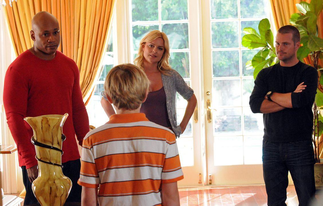 Bei den Ermittlungen: Callen (Chris O'Donnell, r.), Sam (LL Cool J, l.), Heather (Heidi Marnhout, 2.v.r.) und Shawn (Nathan Gamble, 2.v.l.) ... - Bildquelle: CBS Studios Inc. All Rights Reserved.