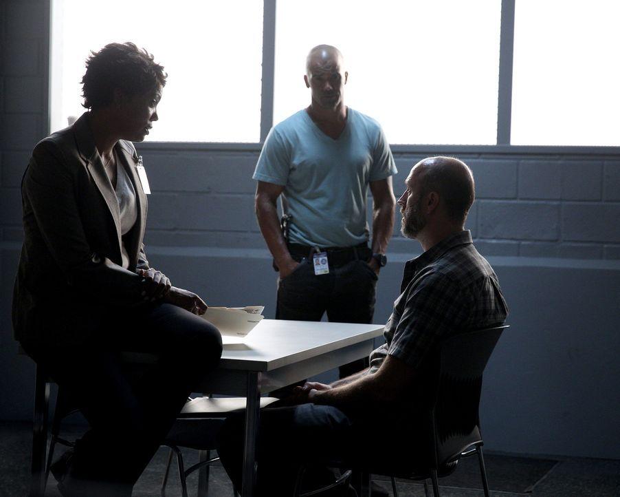 Tara (Aisha Tyler, l.) und Morgan (Shemar Moore, M.) versuchen, einen neuen Mordfall zu lösen und hoffen auf Hinweise von Randy Nelson (Kurt Scholle... - Bildquelle: Cliff Lipson ABC Studios
