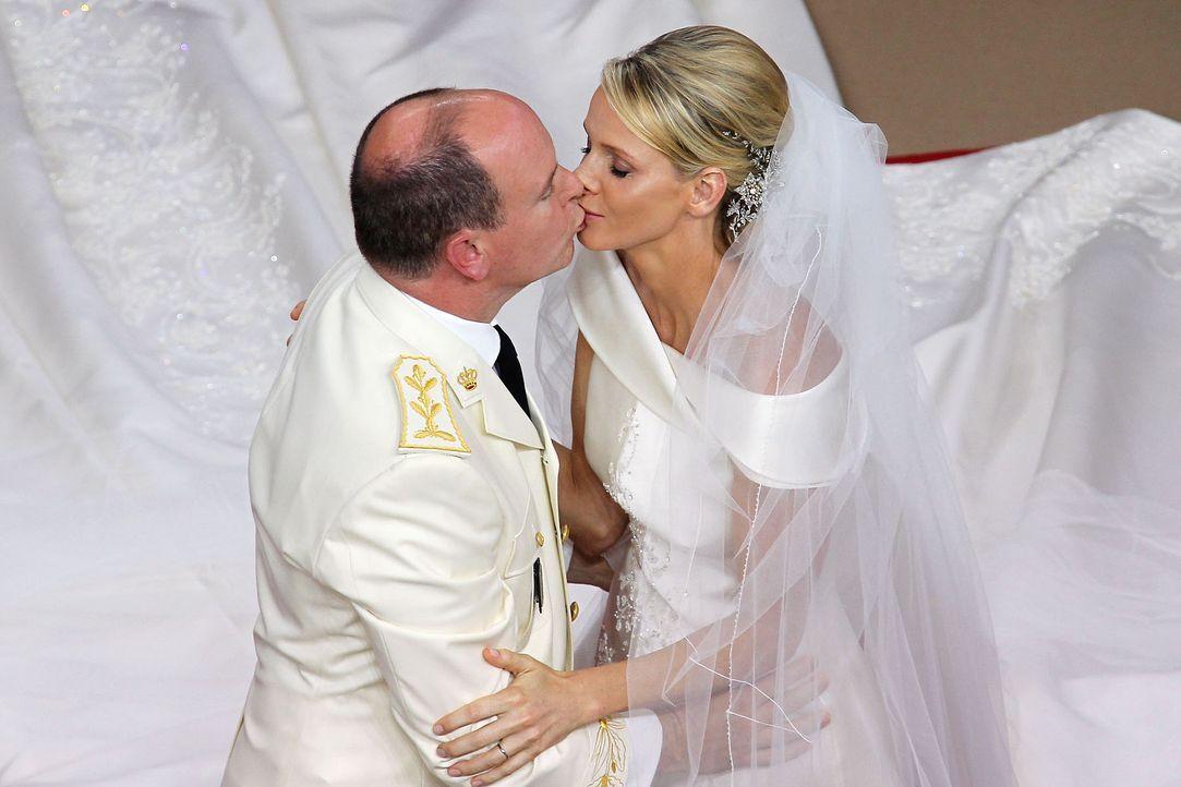 Hochzeit-Prinz-Albert-II-von-Monaco-Prinzessin-Charlene-11-07-02-2-AFP - Bildquelle: AFP