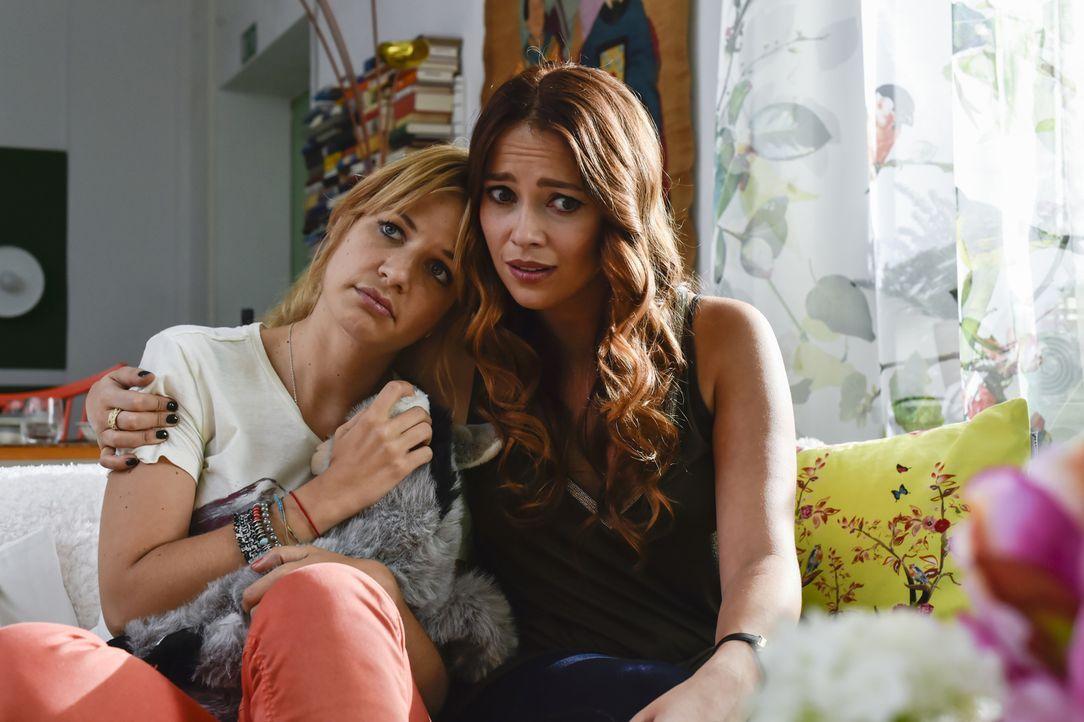 Als beste Freundin steht Sally (Laura Osswald, r.) Mila (Susan Sideropoulos, l.) zur Seite ... - Bildquelle: Claudius Pflug SAT.1