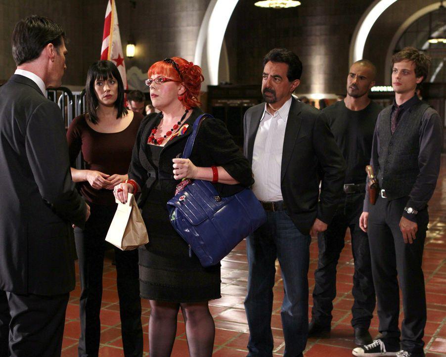 Ein neuer Fall beschäftigt das BAU-Team: (v.l.n.r.) Hotch (Thomas Gibson), Prentiss (Paget Brewster), Garcia (Kirsten Vangsness), Rossi (Joe Manteg... - Bildquelle: ABC Studios