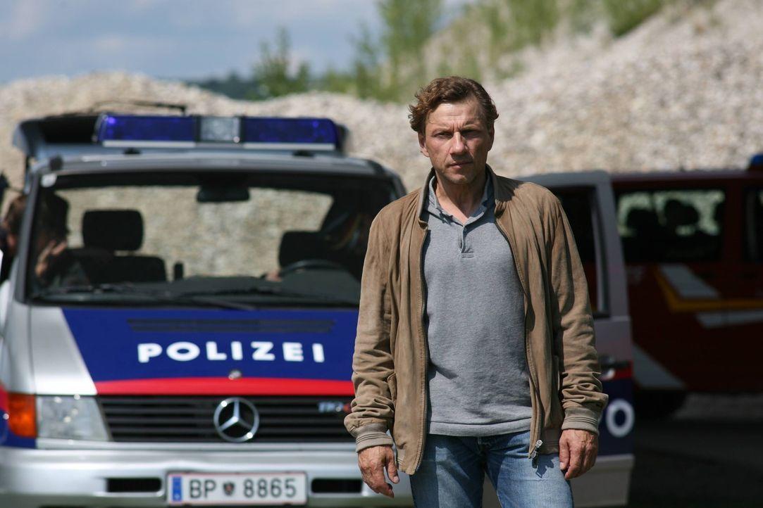 Verfolgt die Polizei auf Schritt und Tritt und rechnet stets mit dem Schlimmsten: Alfred Walch (Richy Müller), der seit Tagen auf ein Lebenszeichen... - Bildquelle: SAT. 1