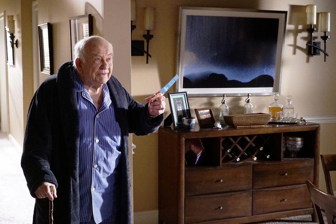 Nicht nur ein neuer Fall, sondern auch die Alzheimererkrankung seines Schwiegervater Roy (Edward Asner) beschäftigt Hotch ... - Bildquelle: ABC Studios
