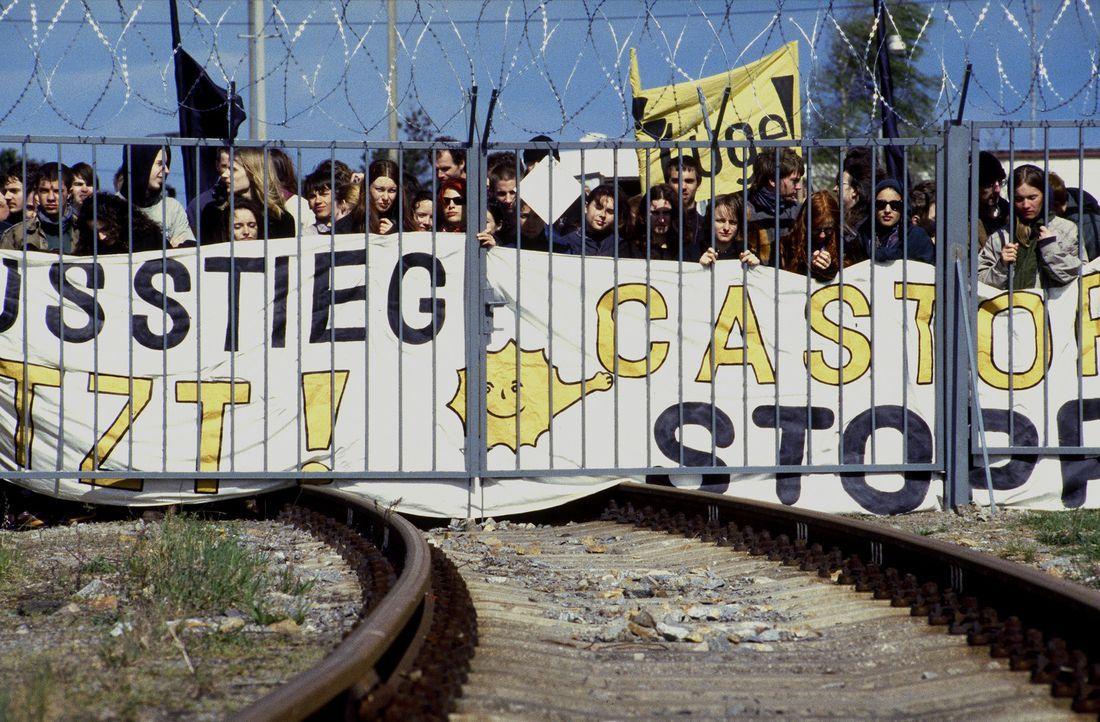 Geplant war lediglich eine friedliche Anti-Castor-Demonstration ... - Bildquelle: Jiri Hanzl ProSieben