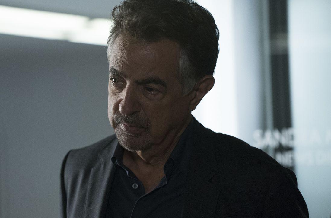 Da ihm immer mehr Frauen zum Opfer fallen, versuchen Rossi (Joe Mantegna) und sein Team herauszufinden, ob sich ihr Täter in einer Sackgasse befinde... - Bildquelle: Richard Cartwright ABC Studios
