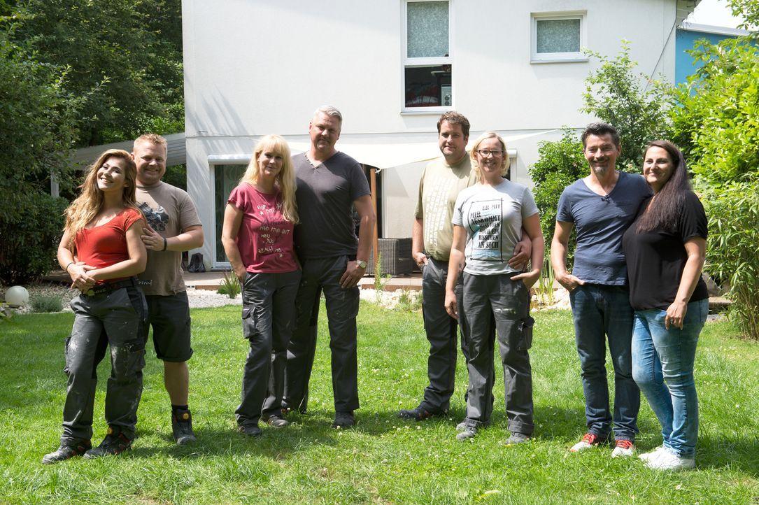 Treten gegen einander an: Ingo (2.v.l.) und Kamelia Willich (l.), Michael (4.v.l.) und Susanne Preuße (3.v.l.), Stefanie (3.v.r.) und Jens Tennigkei... - Bildquelle: Willi Weber SAT.1