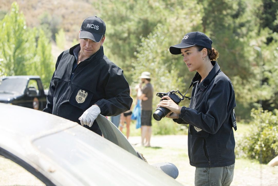 Ein neuer Fall beschäftigt Ziva (Cote de Pablo, r.) und Tony (Michael Weatherly, l.) ... - Bildquelle: CBS Television