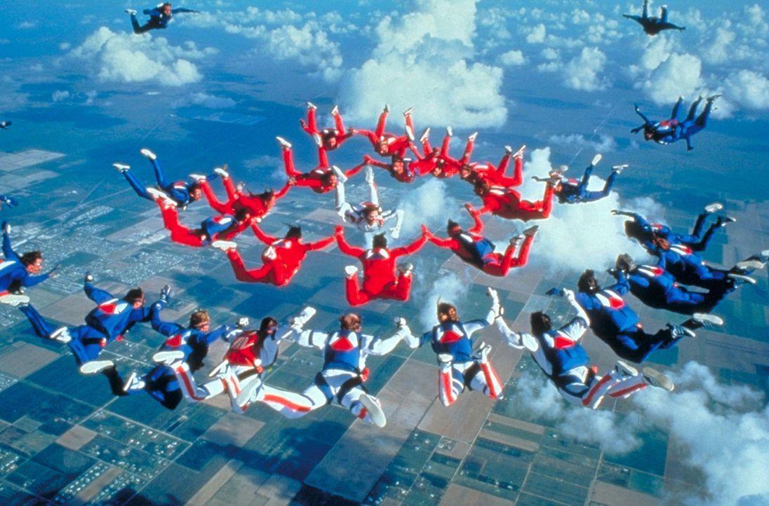 Der magische Reiz des Fallschirmspringens ... - Bildquelle: Paramount Pictures