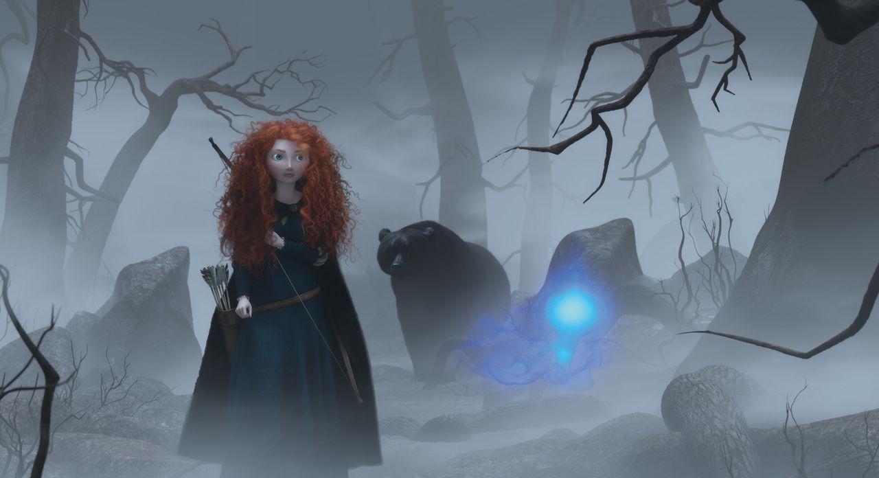 Als sich ihr Wunsch nach Unabhängigkeit in einen verhängnisvollen Fluch wandelt und das Königreich bedroht, befindet sich Merida in einem tödlichen... - Bildquelle: Disney/Pixar. All rights reserved