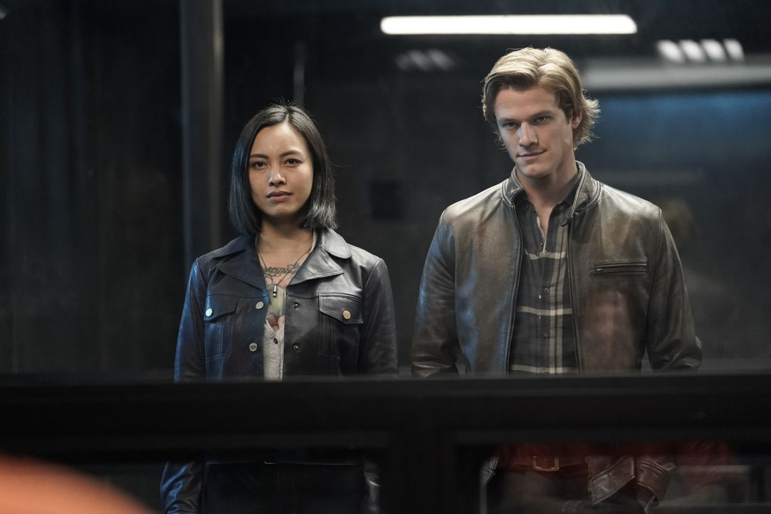 Desi (Levy Tran, l.); MacGyver (Lucas Till, r.) - Bildquelle: Jace Downs 2019 CBS Broadcasting, Inc. All Rights Reserved / Jace Downs