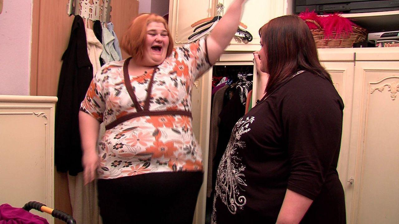 Eileen (l.) und ihre Freundin Cindy (r.) gehen gemeinsam durch Dick und Dünn ... - Bildquelle: SAT.1