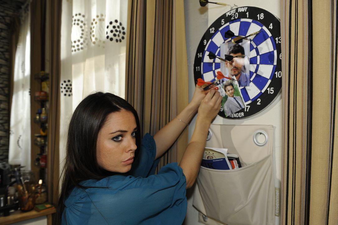 Als Paloma (Maja Maneiro) Enrique unter Minnis Rock erwischt, will sie nichts mehr von ihm wissen. Auch Enrique ist die ewigen Verdächtigungen leid... - Bildquelle: SAT.1