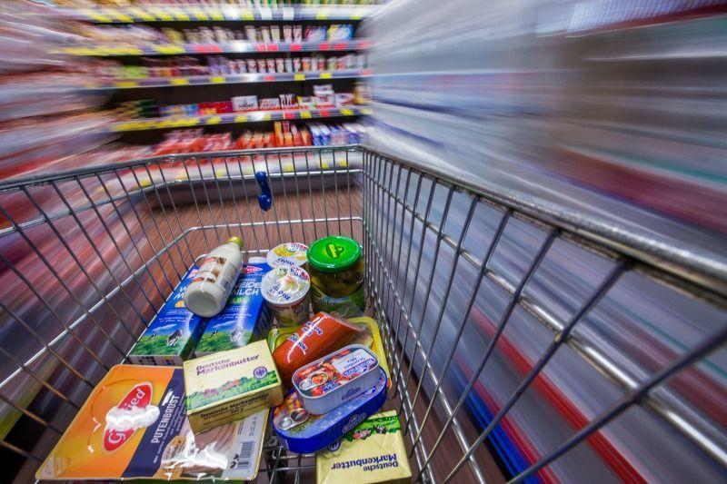 Nur etwa die Hälfte aller produzierten Lebensmittel wird gegessen: Jedes Jah... - Bildquelle: dpa - Picture Alliance