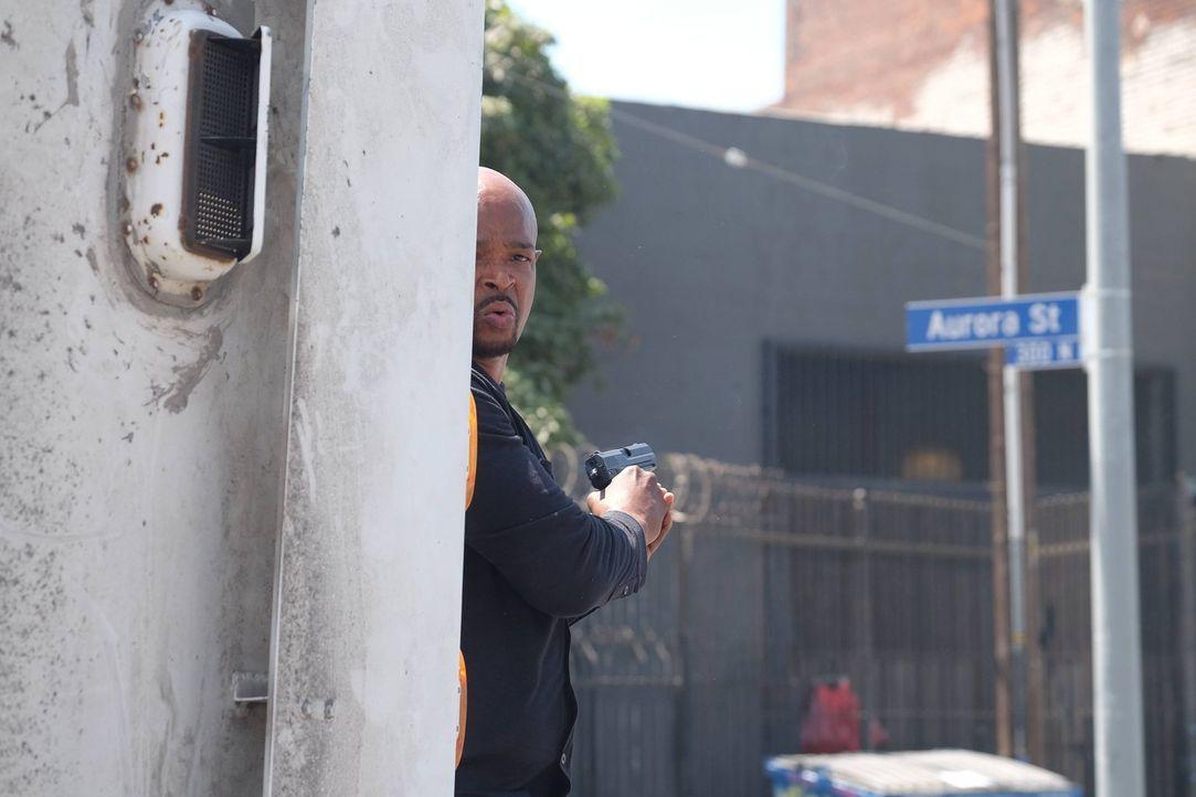 Als Riggs und Murtaugh (Damon Wayans) einen Überfall auf einen Geldtransporter aufklären müssen, geraten sie selbst in große Gefahr ... - Bildquelle: 2016 Warner Brothers