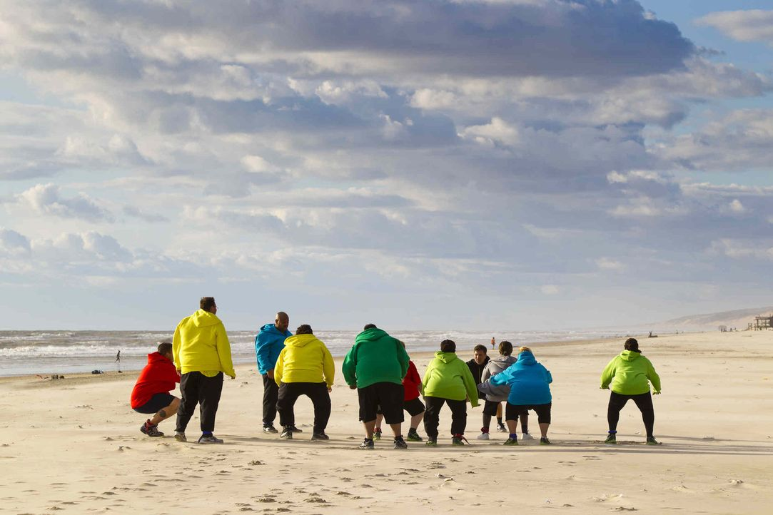 """Bei """"The Biggest Loser"""" wird den Kilos der Kampf angesagt. Die 24 übergewichtigen Teilnehmer müssen ihr Durchhaltevermögen bei verschieden Wettk - Bildquelle: Enrique Cano SAT.1"""